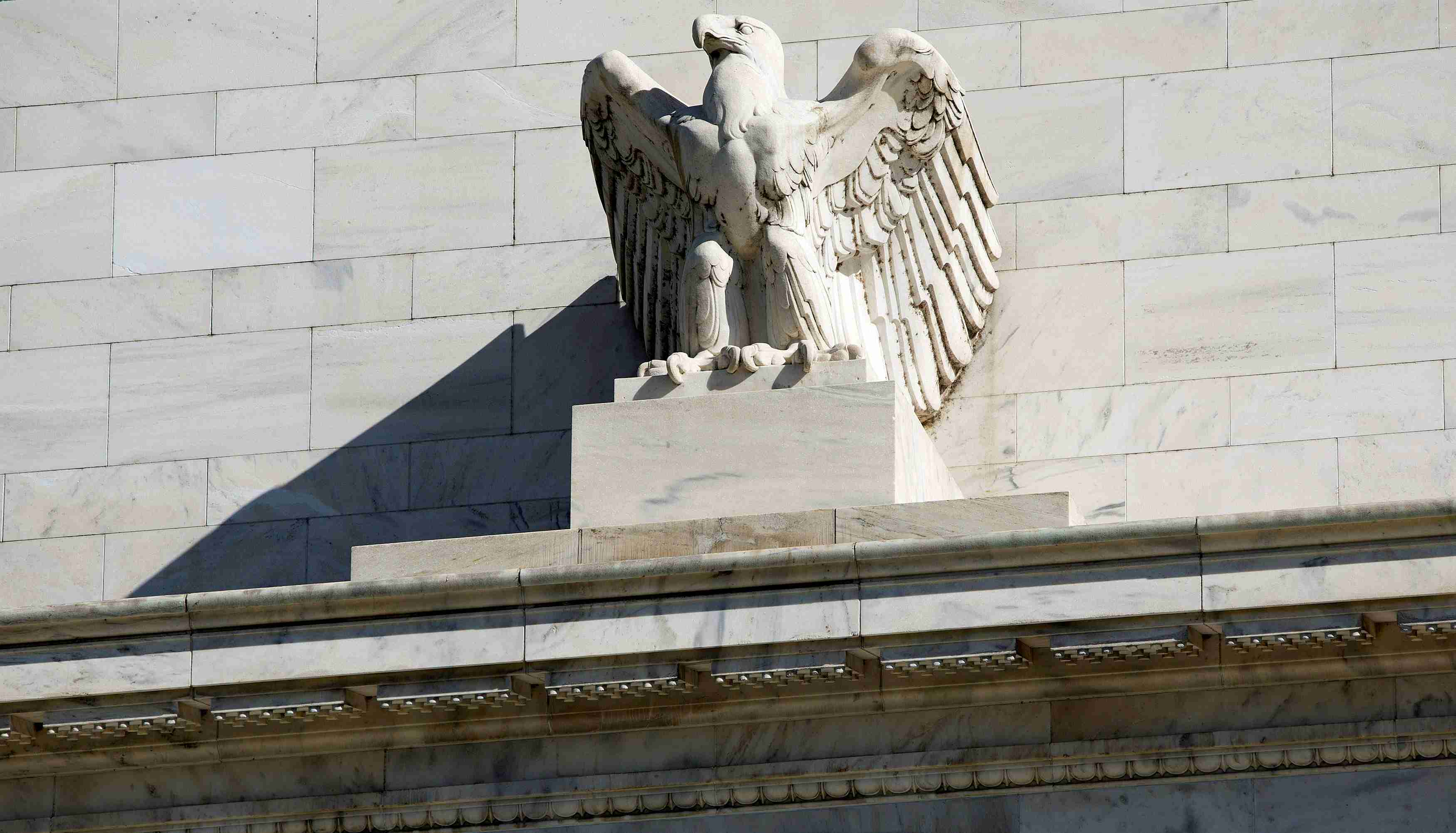 The Federal Reserve Building stands in Washington April 3, 2012. REUTERS/Joshua Roberts/File Photo   - RTSP1XC