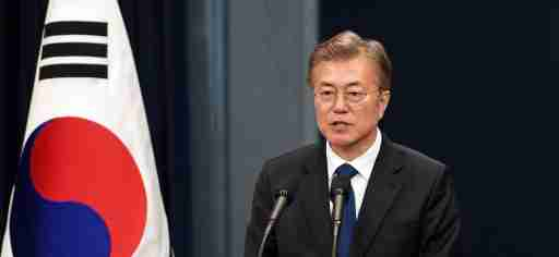 South Korea's new President Moon Jae-In speaks during a press conference at the presidential Blue House in Seoul on May 10, 2017. REUTERS/Jung Yeon-Je/Pool - RTS15XYM