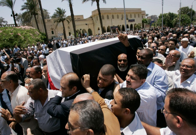 "Mourners carry the coffin of Ashraf Marwan, the son-in-law of former Egyptian President Gamal Abdel Nasser, during his state funeral in Cairo July 1, 2007. Marwan, named by Israeli officials as a source for Mossad, ""lost his balance"" before a fatal fall from his London balcony, Egyptian state media said on Thursday. REUTERS/Nasser Nuri (EGYPT) - RTR1RCDG"