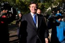 Former Trump 2016 campaign chairman Paul Manafort leaves U.S. Federal Court after being arraigned on twelve federal charges in the investigation into alleged Russian meddling in the 2016 U.S. presidential election in Washington, U.S. October 30, 2017. REUTERS/James Lawler Duggan - RC1F3BB6DB60