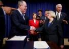 (L-R) U.S. Senator Lamar Alexander (R-TN) and Senator Patty Murray (D-WA) shake hands.