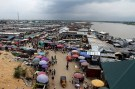 A view of the Swali market alongside the river Nun, in Yenagoa, the capital of Nigeria's oil state of Bayelsa November 27, 2012. REUTERS/Akintunde Akinleye/File Photo - S1BETDVHRKAA
