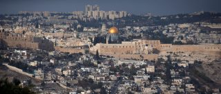 A general view shows Jerusalem's Old City and the Dome of the Rock, December 5, 2017. REUTERS/Ronen Zvulun - RC1EB590C480