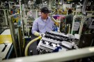 A Toyota automaker employee works on an engine at the Toyota engine assembly line in Huntsville, Alabama November 13, 2009.  REUTERS/Carlos Barria (UNITED STATES TRANSPORT BUSINESS) - GM1E5BE0YQB01