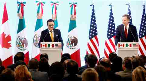 Canadian Foreign Minister Chrystia Freeland, Mexican Economy Minister Ildefonso Guajardo and U.S. Trade Representative Robert Lighthizer take part in a joint news conference on the closing of the seventh round of NAFTA talks in Mexico City, Mexico March 5, 2018. REUTERS/Edgard Garrido - RC1D2983DCF0