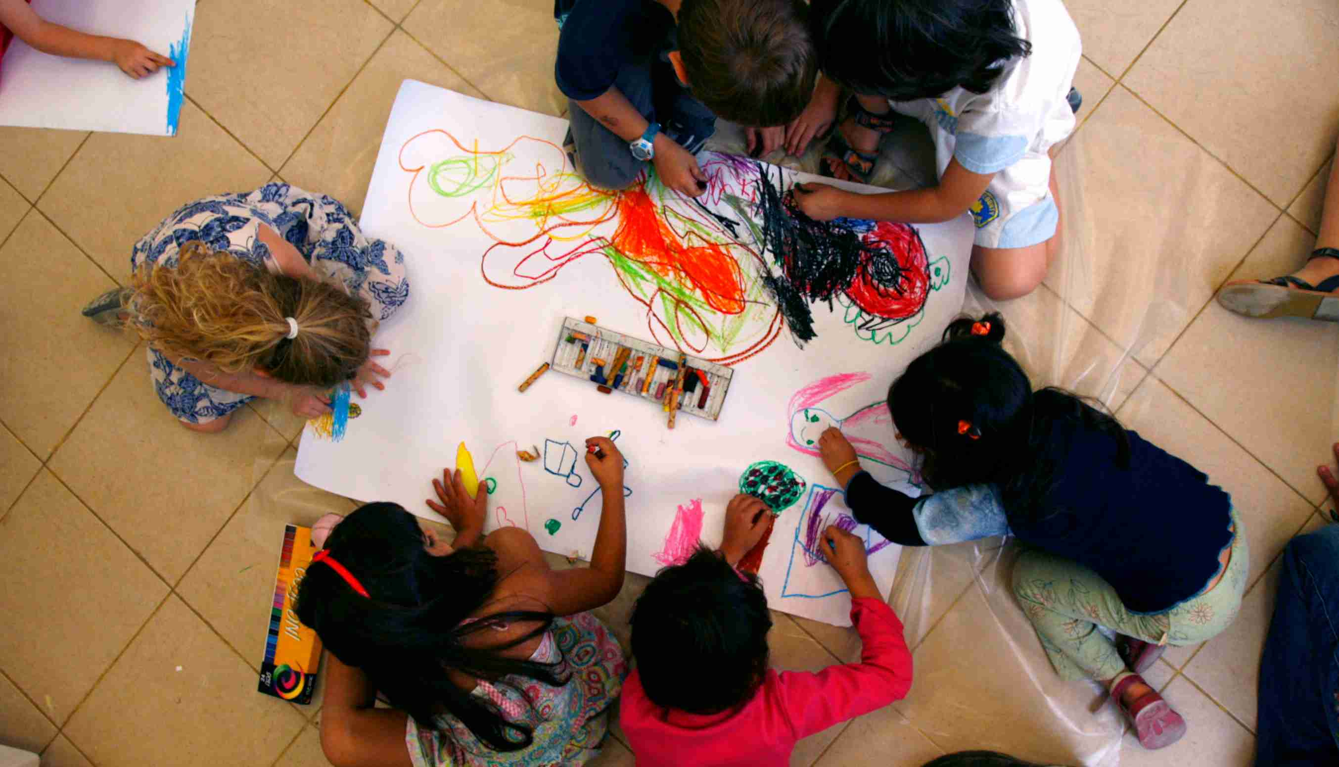 Pre-schoolers draw together