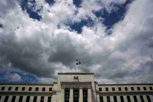 Flags fly over the Federal Reserve Headquarters on a windy day in Washington, U.S., May 26, 2017. REUTERS/Kevin Lamarque - RC1E2991B8B0