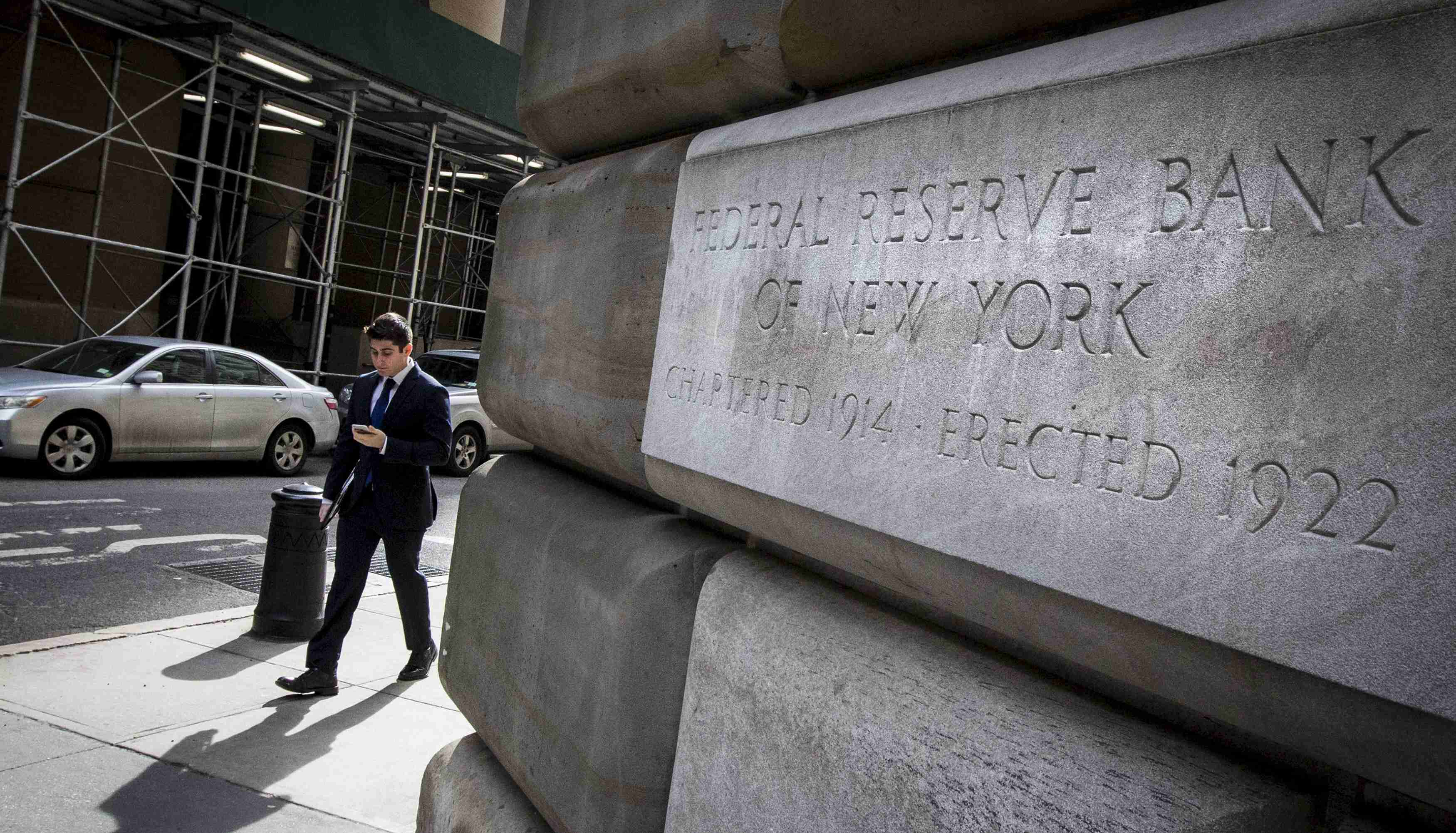The corner stone of The New York Federal Reserve Bank is seen in New York's financial district March 25, 2015. The Federal Reserve should remain on track to raise interest rates later this year despite the U.S. economy's weak start to the year and a stock market sell-off this week, two Fed officials said on Thursday. REUTERS/Brendan McDermid  - GF10000039419