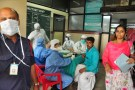Medics wearing protective gear examine a patient at a hospital in Kozhikode in the southern state of Kerala, India May 21, 2018. Picture taken May 21, 2018. REUTERS/Stringer - RC187C8595D0