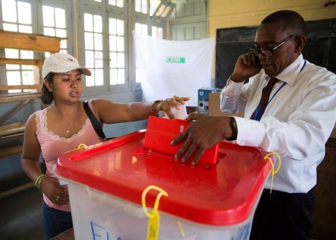 A voter casts their ballot during the presidential election at a polling centre in Analakely, Antananarivo, Madagascar November 7, 2018. REUTERS/Malin Palm - RC15F4D62800