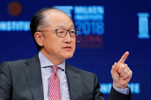 FILE PHOTO: Jim Yong Kim, President of the World Bank Group, speaks at the Milken Institute 21st Global Conference in Beverly Hills, California, U.S., May 1, 2018.    REUTERS/Mike Blake/File Photo - RC1ED977E770