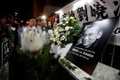 Pro-democracy activists mourn the death of Chinese Nobel Peace laureate Liu Xiaobo, outside China's Liaison Office in Hong Kong, China July 13, 2017.    REUTERS/Bobby Yip - RC1B4340C630
