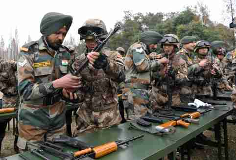 Soldiers from Indian Army and China's People's Liberation Army (PLA) take part in the Hand-in-Hand joint military exercise in Chengdu, Sichuan province, China December 11, 2018. An Yuan/CNS via REUTERS  ATTENTION EDITORS - THIS IMAGE WAS PROVIDED BY A THIRD PARTY. CHINA OUT. - RC13FFAB27F0