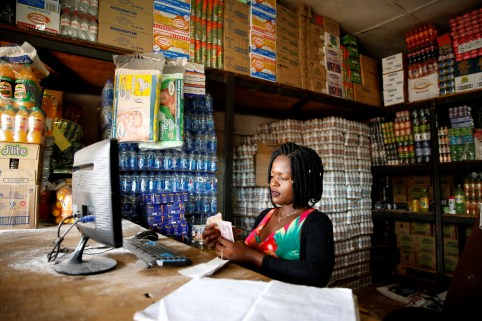 A woman counts cash as her shop opens in Harare, Zimbabwe, January 19, 2019. REUTERS/Philimon Bulawayo - RC1105111700