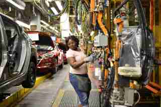 A line worker installs the back seats on the flex line at Nissan Motor Co's automobile manufacturing plant in Smyrna, Tennessee, U.S., August 23, 2018. Picture taken August 23, 2018. REUTERS/William DeShazer - RC1B6E2ACF40