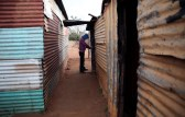A men locks his shack at Slovo Park, an informal settlement located next to the Nancefield industrial area, south of Johannesburg, South Africa May 29, 2018. Picture taken May 29, 2018. REUTERS/Siphiwe Sibeko - RC1BE7B6FC00