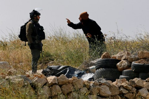 A Palestinian woman argues with an Israeli border policewoman over the removal of a Palestinian tent whose owners said they were informed by the Israeli forces that they didn't obtain a permit to erect the tent, in Susiya village in the Israeli-occupied West Bank April 18, 2019. REUTERS/Mussa Qawasma - RC15417709C0
