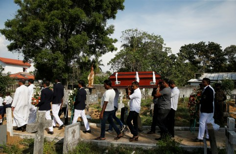 A coffin of a victim is carried, two days after a string of suicide bomb attacks on churches and luxury hotels across the island on Easter Sunday, in Negombo, Sri Lanka April 23, 2019.   REUTERS/Thomas Peter - RC1DB235C800