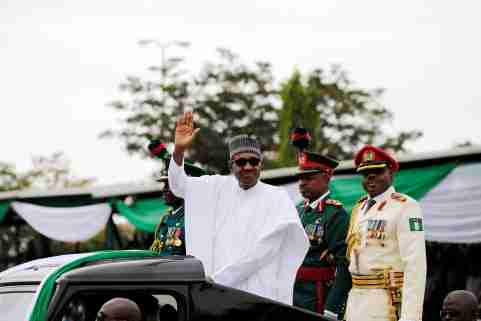 Nigerian President Muhammadu Buhari waves at the crowd while he drives around the venue during his inauguration for a second term in Abuja, Nigeria May 29, 2019. REUTERS/Afolabi Sotunde - RC1A84EB7CC0