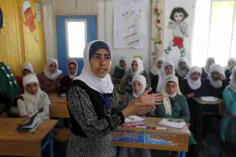 Syrian refugee Omayma al Hushan, 14, who launched an initiative against child marriage among Syrian refugees, speaks to her friends about her initiative at a school in Al Zaatari refugee camp in the Jordanian city of Mafraq, near the border with Syria, April 21, 2016. REUTERS/Muhammad Hamed - GF10000397998