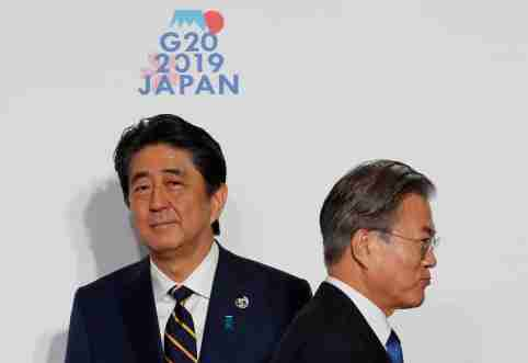 South Korean President Moon Jae-In is welcomed by Japanese Prime Minister Shinzo Abe upon his arrival for a welcome and family photo session at G20 leaders summit in Osaka, Japan, June 28, 2019. REUTERS/Kim Kyung-Hoon/Pool - RC1FCA9B2AB0