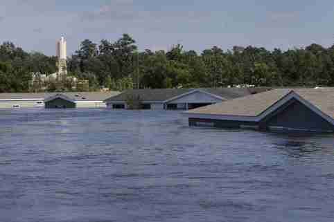 Submerged houses are seen by flood waters from Tropical Storm Harvey in Rose City, Texas, U.S., on August 31, 2017. REUTERS/Jonathan Bachman     TPX IMAGES OF THE DAY - RC18C9690920