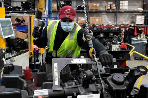 Dana Inc. assembly technician Brandon Green wears a face mask as he works to assemble axles for automakers, as the auto industry begins reopening amid the coronavirus disease (COVID-19) outbreak, at the Dana plant in Toledo, Ohio,U.S., May 18, 2020. REUTERS/Rebecca Cook