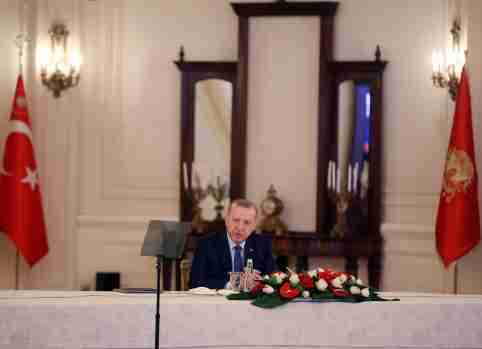 Turkish President Tayyip Erdogan chairs a meeting with ministers, bankers and business leaders to discuss dealing with coronavirus disease (COVID-19), in Ankara, Turkey, March 18, 2020. Presidential Press Office/Handout via REUTERS ATTENTION EDITORS - THIS PICTURE WAS PROVIDED BY A THIRD PARTY. NO RESALES. NO ARCHIVE