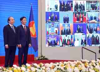 Prime Minister Nguyen Xuan Phuc attends the signing ceremony of the Regional Comprehensive Economic Association (RCEP) on November 15, 2020.