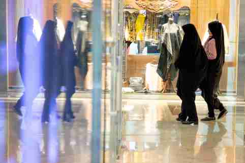 Women shop at Kourosh mall in western Tehran, Iran June 22, 2019. Picture taken June 22, 2019.  Nazanin Tabatabaee/Wana News agency/via REUTERS. ATTENTION EDITORS - THIS PICTURE WAS PROVIDED BY A THIRD PARTY