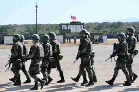 Taiwanese troops seen walking in a military base after the exercise for lunar new year. Hsinshu, Taiwan. January 19, 2021.Troupes taiwanaises vues entrain de marcher dans une base militaire militaire apres l exercice militaire pour le nouvel an lunaire. Hsinshu, Taiwan. 19 janvier 2021.NO USE FRANCE