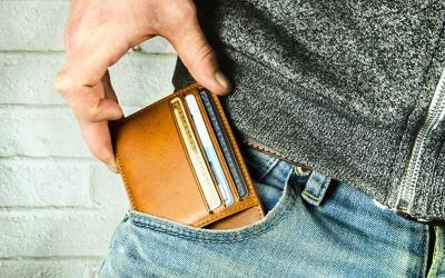 Thirteen Reasons To Use A Minimalist Front Pocket Wallet