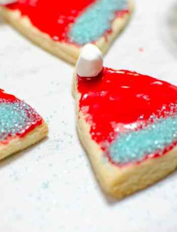This Christmas Cookie Santa Hat recipe is perfect for celebrating the holidays in a festive way. Create these cookies for Santa!