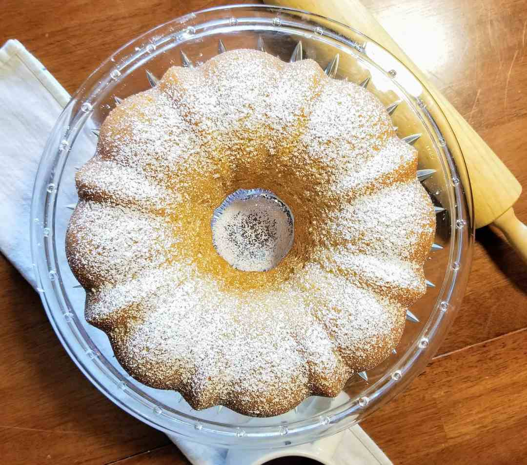 Classic Vanilla Bundt Cake recipe. An easy bundt cake recipe, perfect for parties, breakfast or dessert. A simple cake that everyone will enjoy.