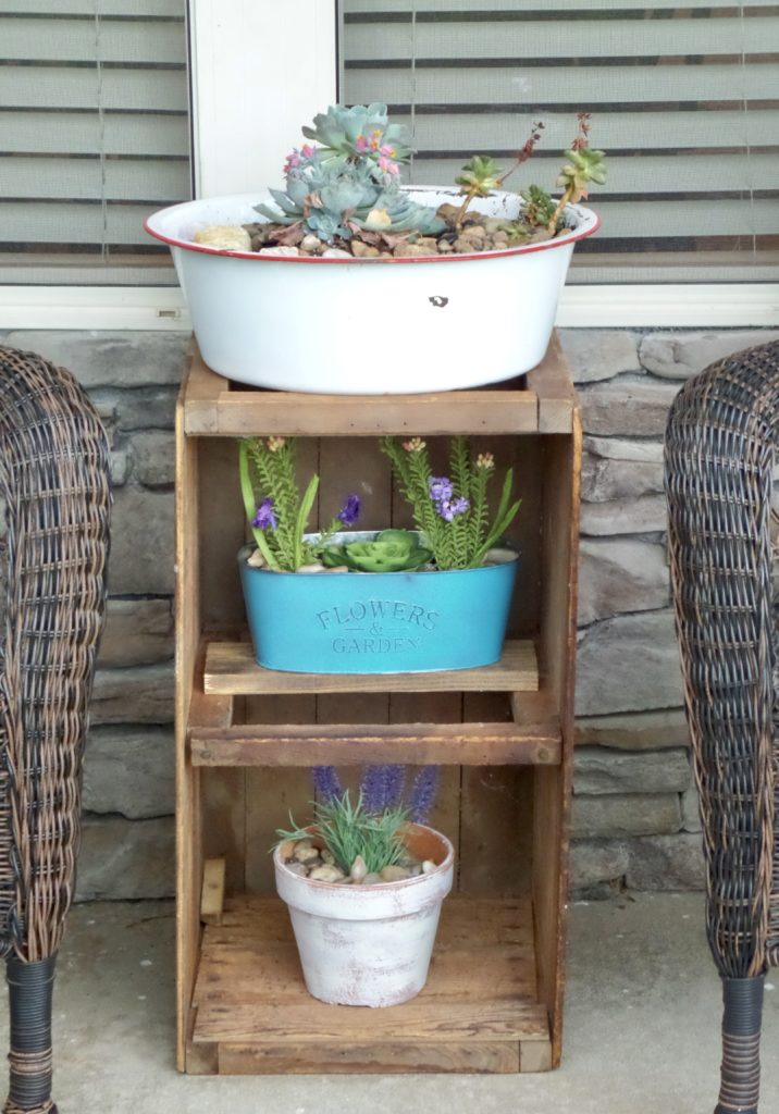 dollar store planter makeover with spray paint