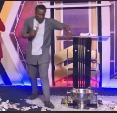 If you don't bribe any angels by sending me plenty money,you will remain poor without any blessings-Pastor warns church members(Video)