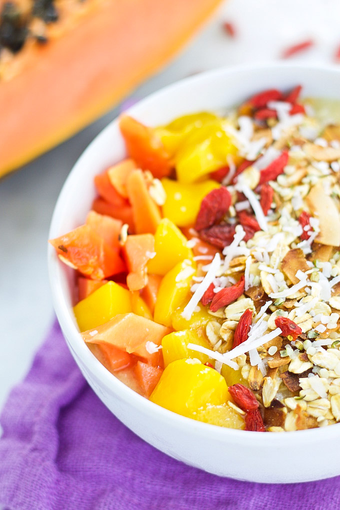 smoothie smoothie bowl with papaya, mango and superfoods
