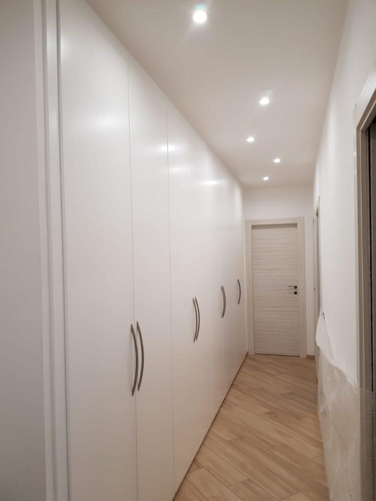 armadio a muro laccato bianco