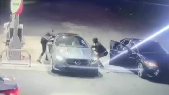 VIDEO__Woman_jumps_through_car_window_to_3_20190613022635-873703987