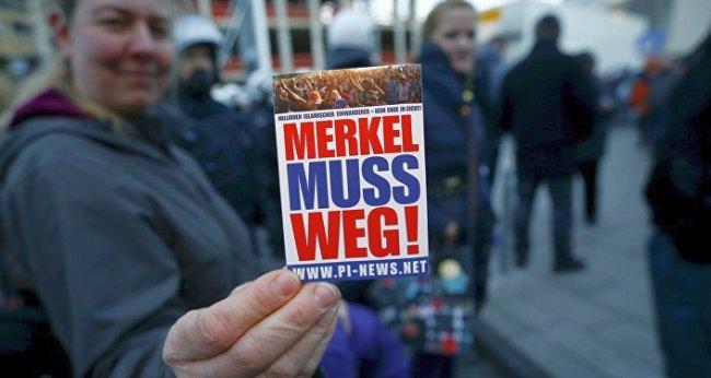 Merkel muss weg 650