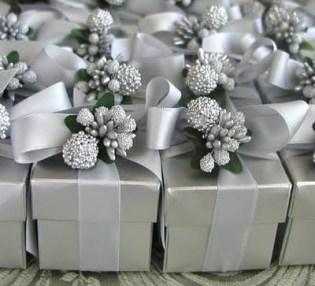 Små gaveesker i sølv