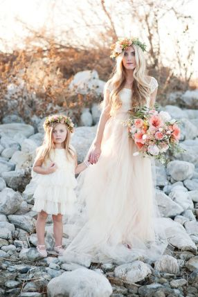 bryllup-brudepike-blomsterpike-med-tyll-skjørt-kjole