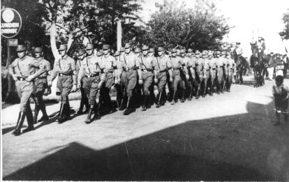 1933 SA-Abteilung beim Kirmesumzug in Beeck
