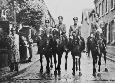 1954 Die Reiteroffiziere Franz Wyen, Heinrich Huppertz, Hermann Strauchen, Heinz Huppertz. Ganz links: Dr. Stoffels
