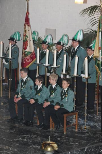2012 Fähnriche und Messdiener beim Pfingsthochamt