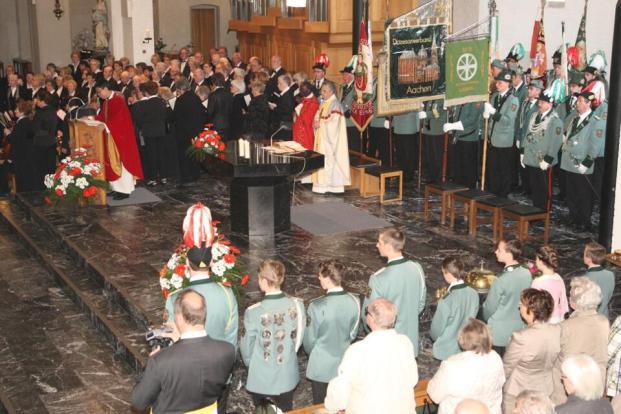 2013 Pfingsthochamt in der Beecker Gemeindekirche St. Vincentius. Jubiläum und Primizfeier in Beeck von Theo Wolber
