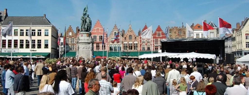 foule à Bruges