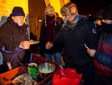 Zeebrugse pastoor krijgt mensenrechtenprijs voor opvang vluchtelingen