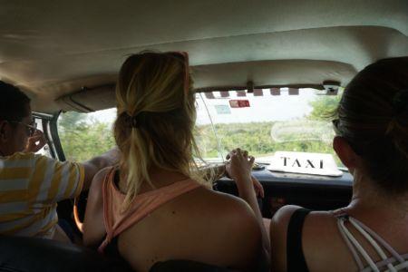In de taxi naar Castillo de la Roca
