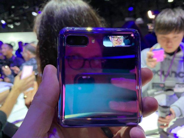 Galaxy Z Flip secondary display